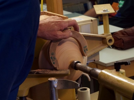 Oskar uses a large diameter but shallow tenon - here gauging for 4