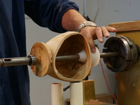 Cutaway shows how Kone is used to hold hollow forms for final shaping of bottom and sanding