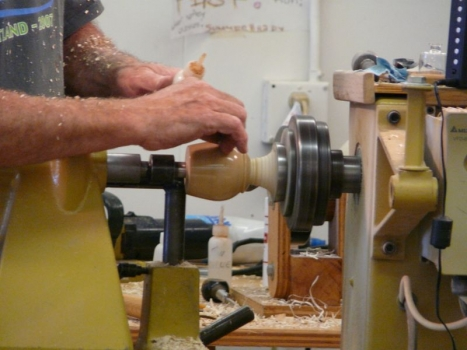 Finishing the lamp with mineral oil and shellac