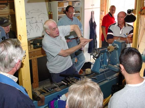 Explaining how the skew chisel is really a slicing tool