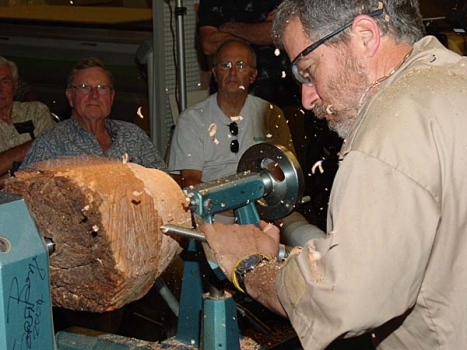 Now working the Maple burl piece for a deep hollow form.