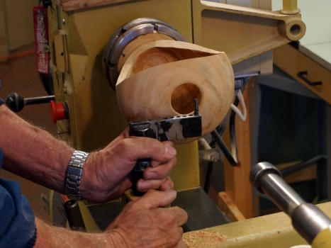 He also makes and sells toolrest with pin that prevents damage to opening while hollowing.